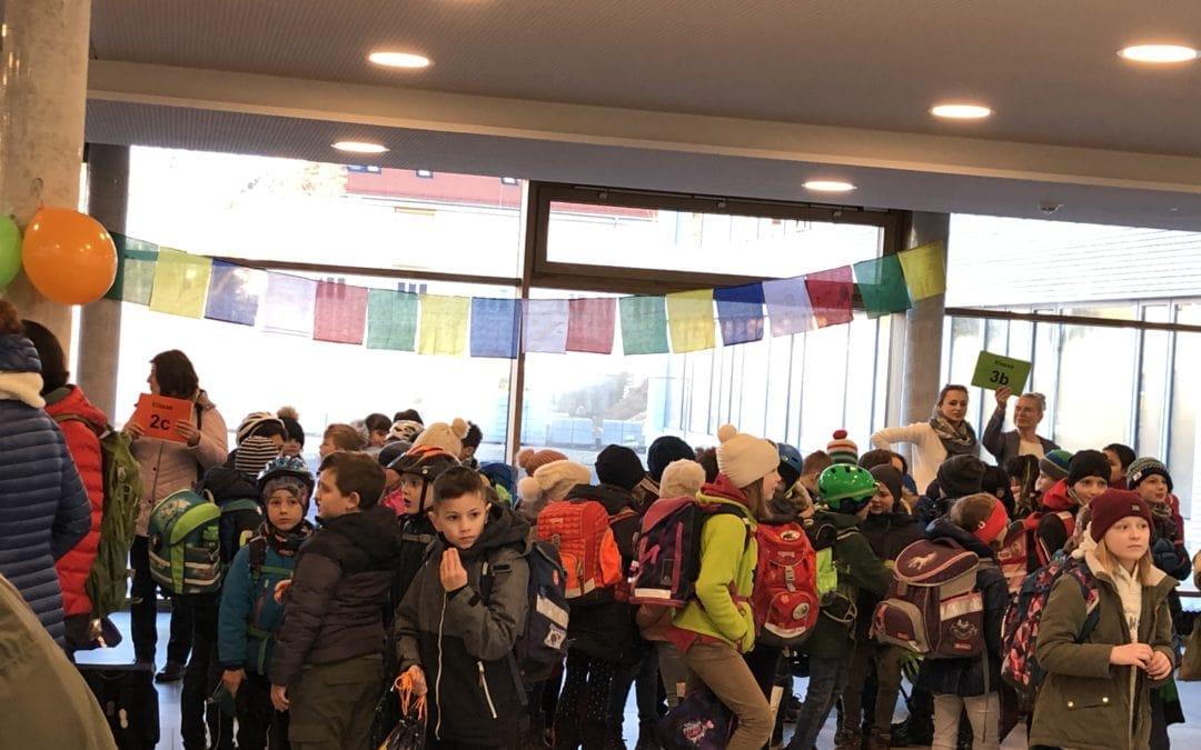 Erster Schultag in der Kreuzschule im alten Stadion